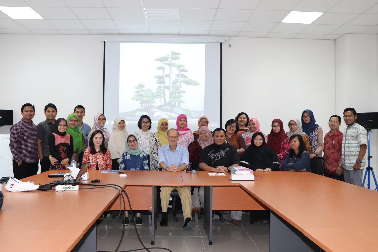 Workshop Blended Learning bersama Dr. Gerard Witch